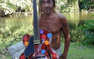 1035x1380-iggy-pop-with-guitar